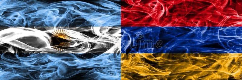 Argentinië versus zij aan zij geplaatste de rookvlaggen van Armenië Dikke colo royalty-vrije illustratie