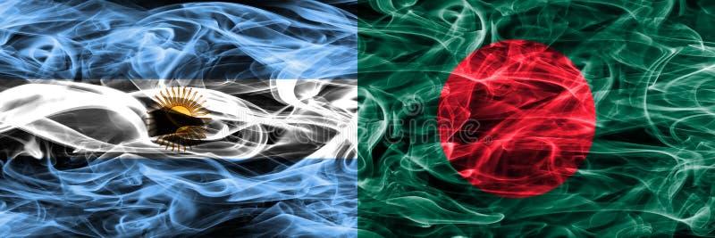 Argentinië versus zij aan zij geplaatste de rookvlaggen van Bangladesh Dik c stock illustratie
