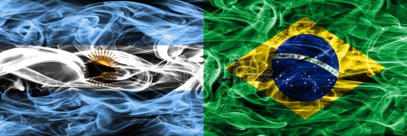 Argentinië versus zij aan zij geplaatste de rookvlaggen van Brazilië Dikke kleur vector illustratie