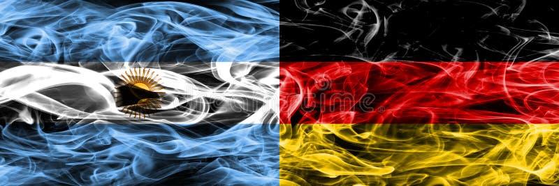 Argentinië versus zij aan zij geplaatste de rookvlaggen van Duitsland Dik gekleurde zijdeachtige rookvlaggen van Argentijns en Du stock illustratie