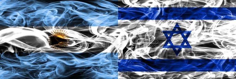 Argentinië versus zij aan zij geplaatste de rookvlaggen van Israël Dik gekleurde zijdeachtige rookvlaggen van Argentijns en Israë royalty-vrije illustratie