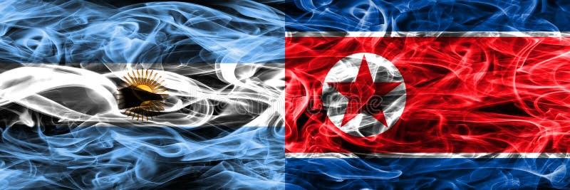 Argentinië versus zij aan zij geplaatste de rookvlaggen van Noord-Korea Dik gekleurde zijdeachtige rookvlaggen van Argentijns en  vector illustratie