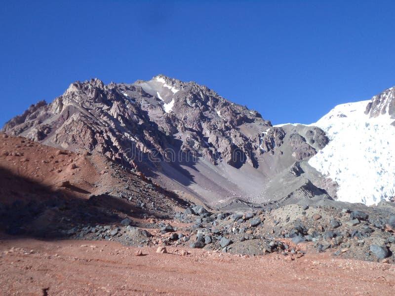 Argentinien - berühmte Spitzen - wandernd in Cantral Anden - La Ramada stockfoto