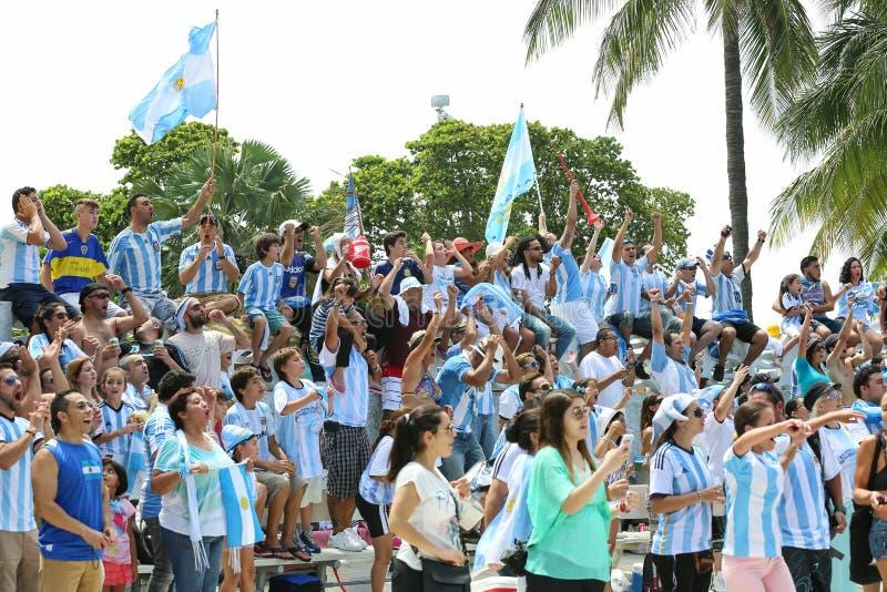 Argentinien-Fans auf Miami Beach stockbilder