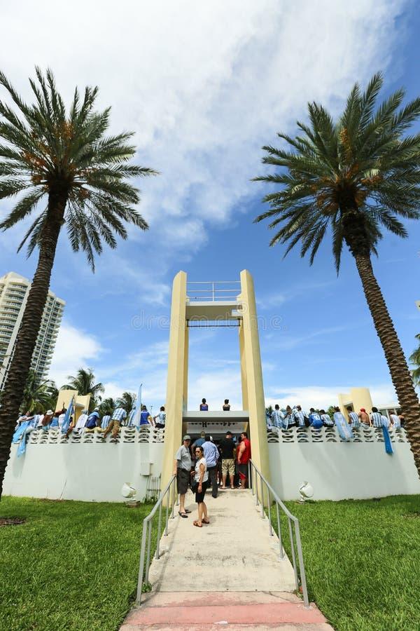 Argentinien-Fans, die auf Miami Beach feiern stockfotografie