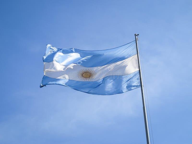 Argentinien-Flagge auf einem Pol stockbilder
