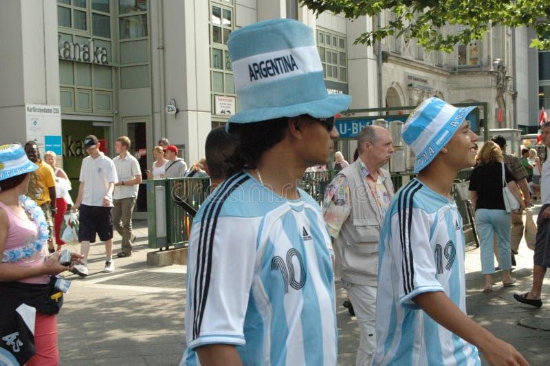 Argentinische Fußballfane am Fußball-Weltcup 2006 in Berlin am 29. Juni 2006 ein Tag vor dem Viertelfinale lizenzfreie stockfotos