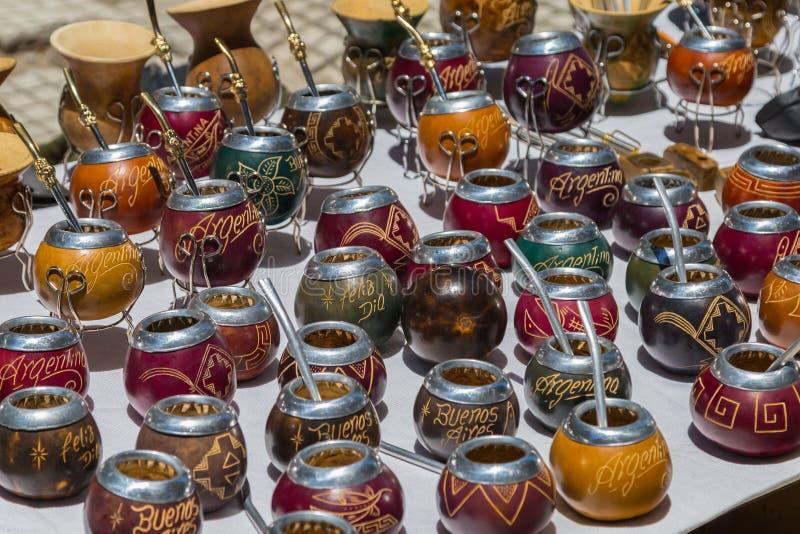 Argentinska souvenir - kalebasser och bombillas arkivfoto