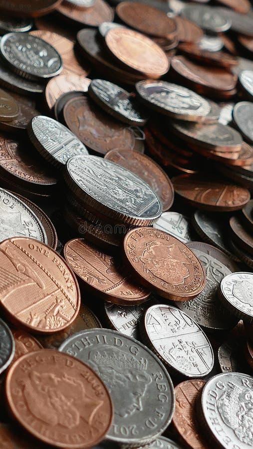 Argento e monete rotonde di Brown fotografie stock libere da diritti