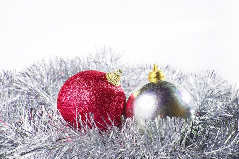 Argento e rosso dell'ornamento di Natale fotografia stock libera da diritti