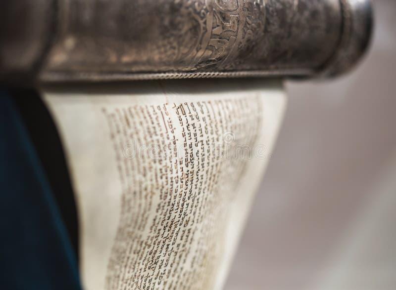 Download Argento Non Imballato Del Rotolo Di Torah Immagine Stock - Immagine di torah, gerusalemme: 56881401