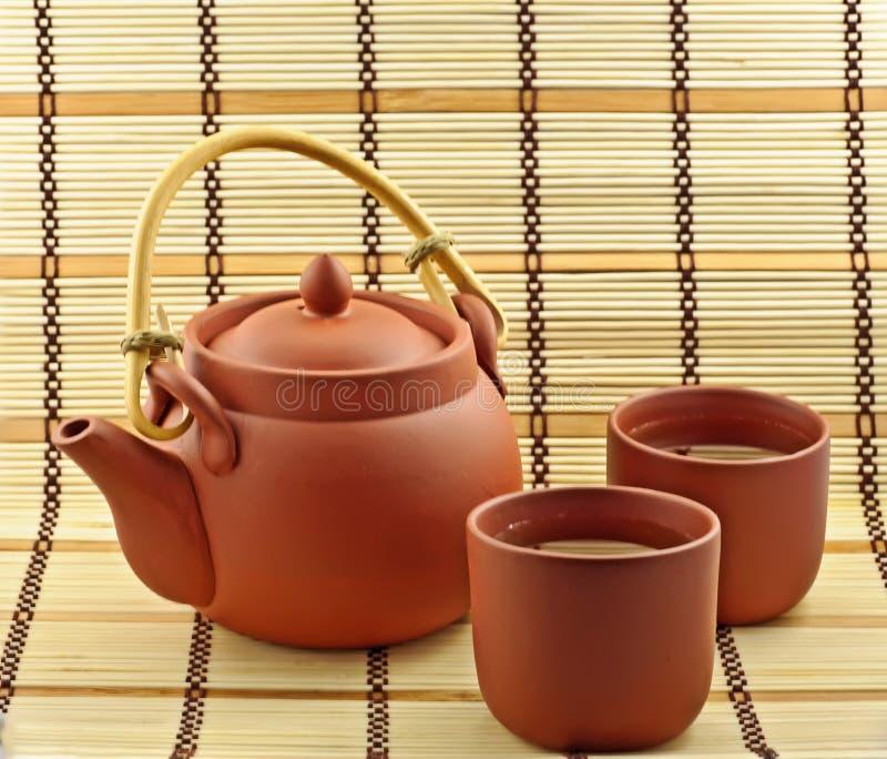 Argila ajustada com chá verde imagens de stock