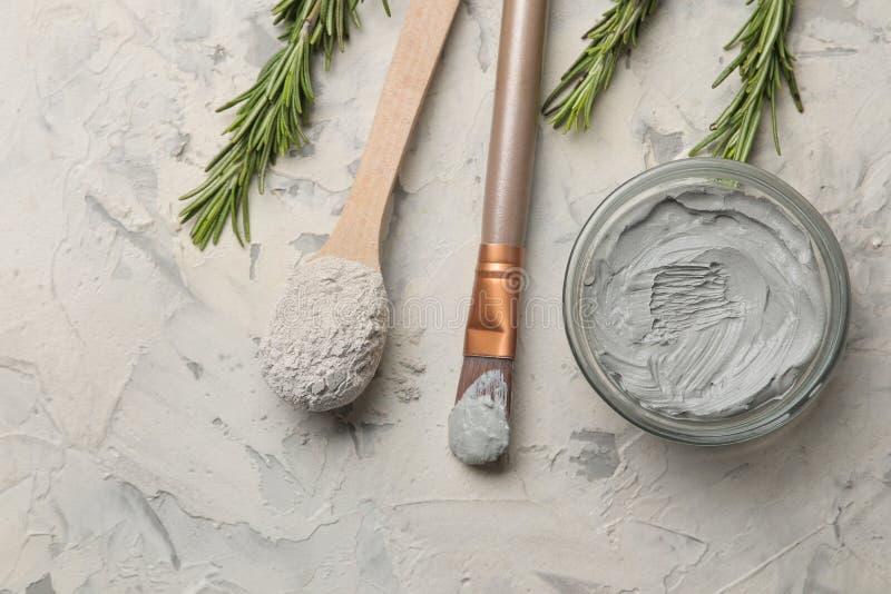 Argilla cosmetica maschera facciale dell'argilla su un fondo leggero tipi differenti di argille cosmetici naturali per le procedu fotografie stock libere da diritti