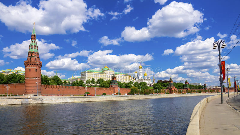 Argine di Cremlino e di Cremlino di Mosca, Mosca, Russia immagini stock libere da diritti