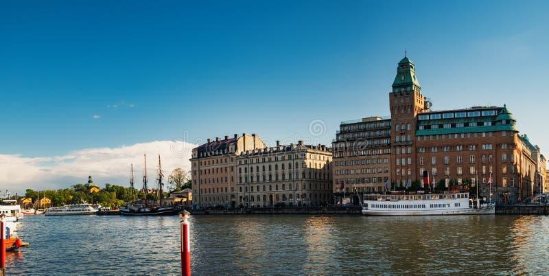 Argine di Nybrokajen a Stoccolma centrale, Svezia immagine stock libera da diritti