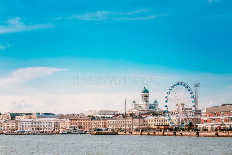 Argine a Helsinki ad estate Sunny Day In Finland cityscape immagine stock