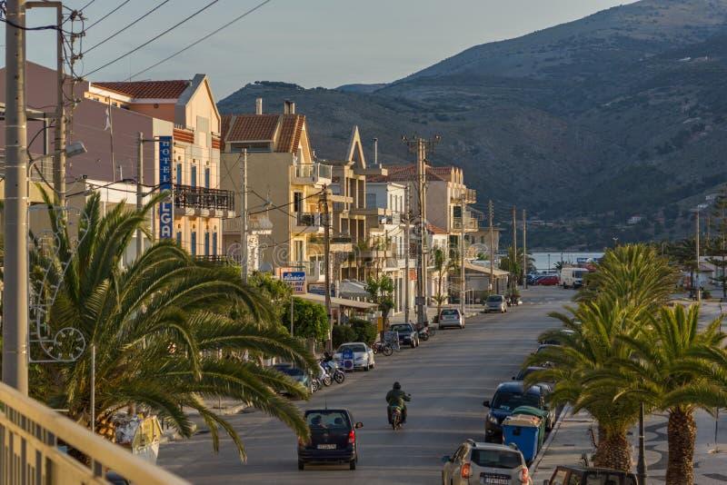 Argostoli, Kefalonia, Греция - 26-ое мая 2015: Изумительный взгляд восхода солнца обваловки городка Argostoli, Kefalonia, стоковая фотография
