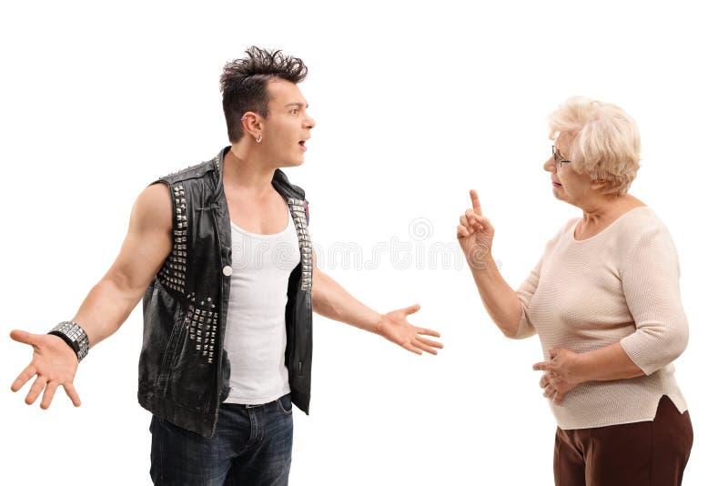 Argumentação punk irritada com a avó fotos de stock royalty free