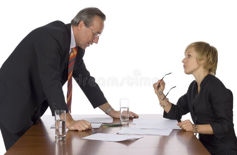 argumentera möte för affärsman royaltyfri foto