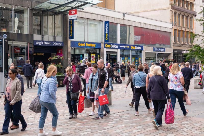 Argyle Street muito ocupado no centro de cidade de Glasgows num sábado à tarde fotografia de stock royalty free