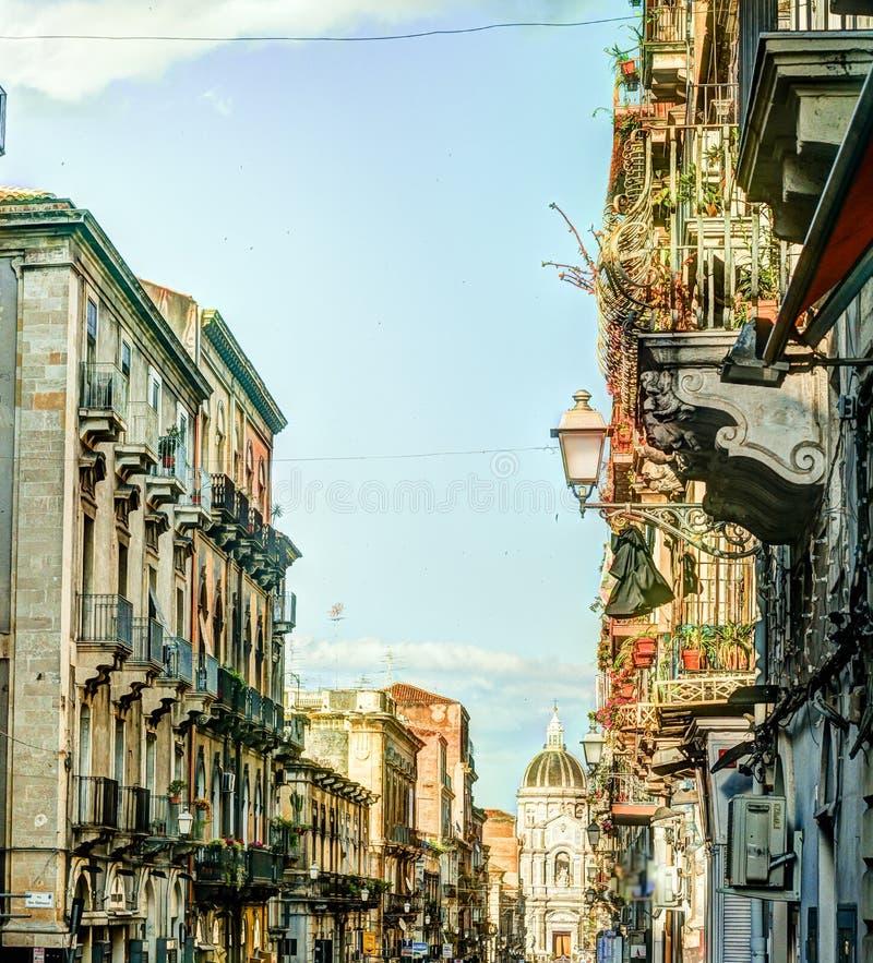 Arhitecture di Catania - vista della via di Catania fotografie stock
