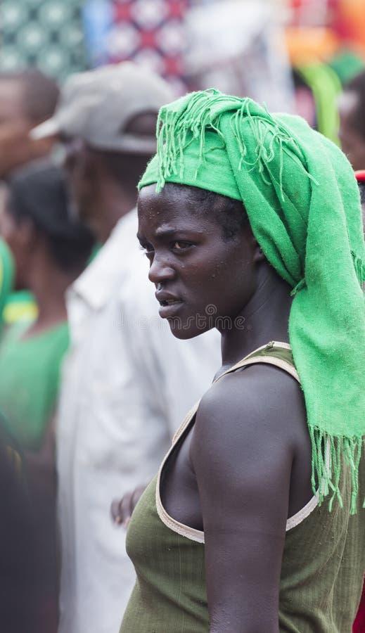 Ari kvinna på bymarknaden Bonata Omo dal ethiopia royaltyfria foton