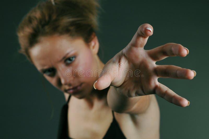 Aria afferrante della giovane donna immagine stock