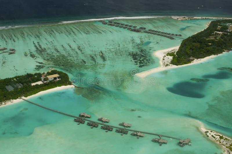 Arial Ansicht von einer Urlaubsinsel lizenzfreies stockbild