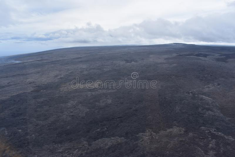 Arial-Ansicht von Hawaiis Kilauea-Vulkan mit dem Rauchsteigen stockfotografie