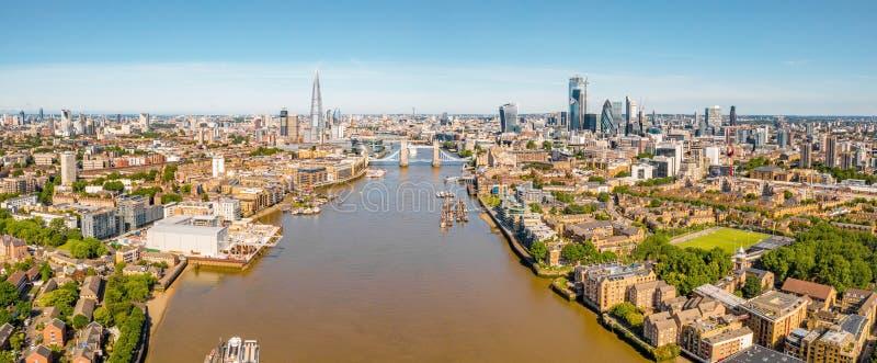 Arial-Ansicht von London mit der Themse lizenzfreies stockfoto