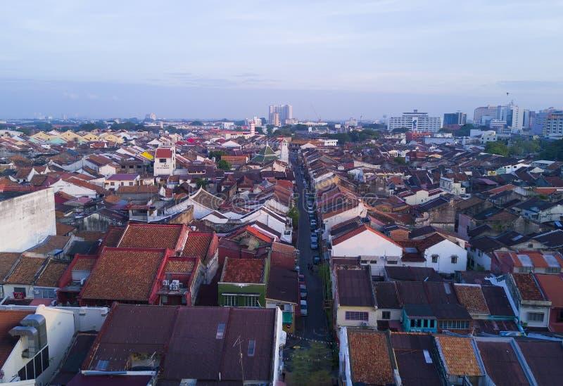 Arial sikt av den Malacca staden under soluppgång arkivfoton