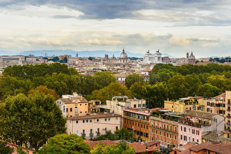 Arial sikt av den Rome staden från den Janiculum kullen, Terrazza del Gianicolo rome italy royaltyfri foto