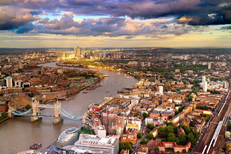 Ariel-Ansicht der Ostseite von London lizenzfreies stockbild