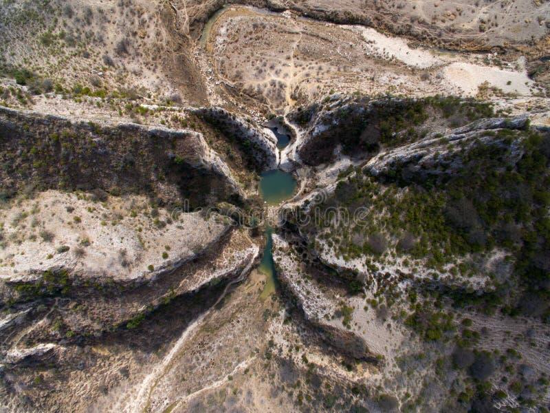 Ariel-Ansicht von Teichen und von Bergen lizenzfreie stockfotos