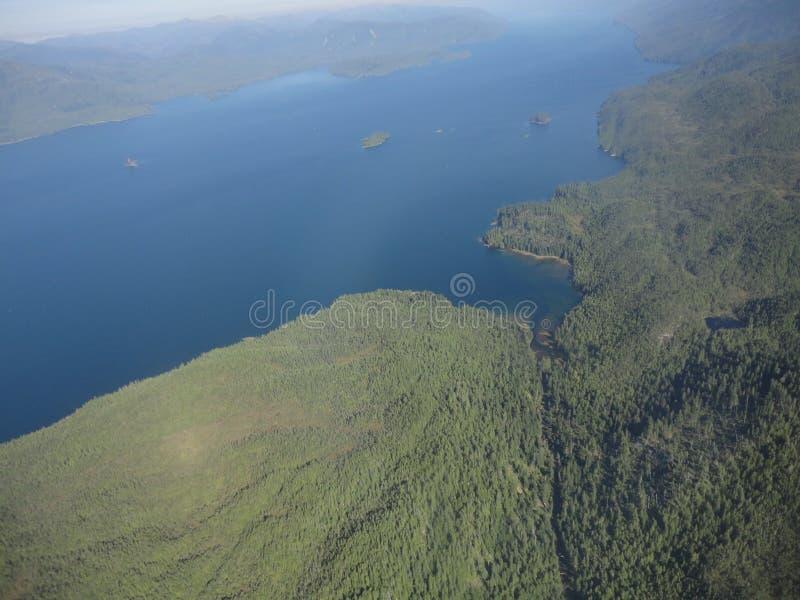 Ariel View av Misty Fjords i den Ketchikan Alaska Tongass nationalskogen arkivfoto