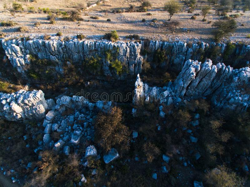 Ariel widok Crevasses i skały fotografia stock