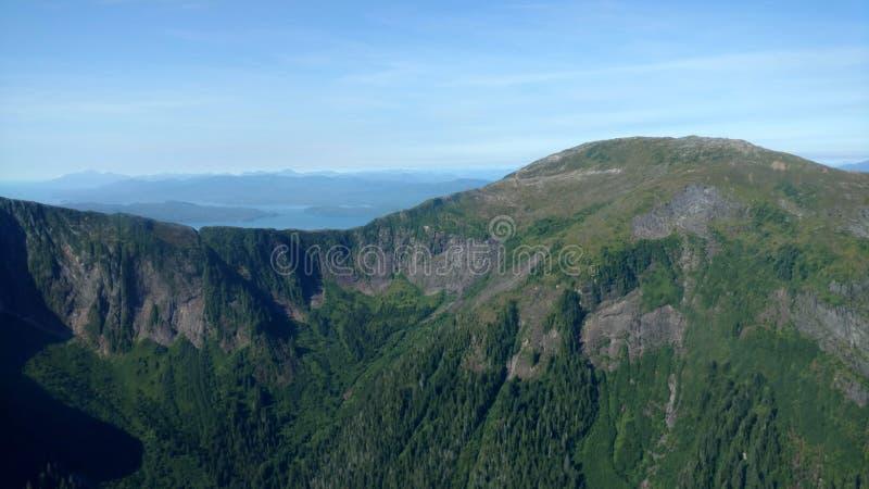Ariel widok Mgliści Fjords w Ketchikan Alaska Tongass lesie państwowym obraz stock