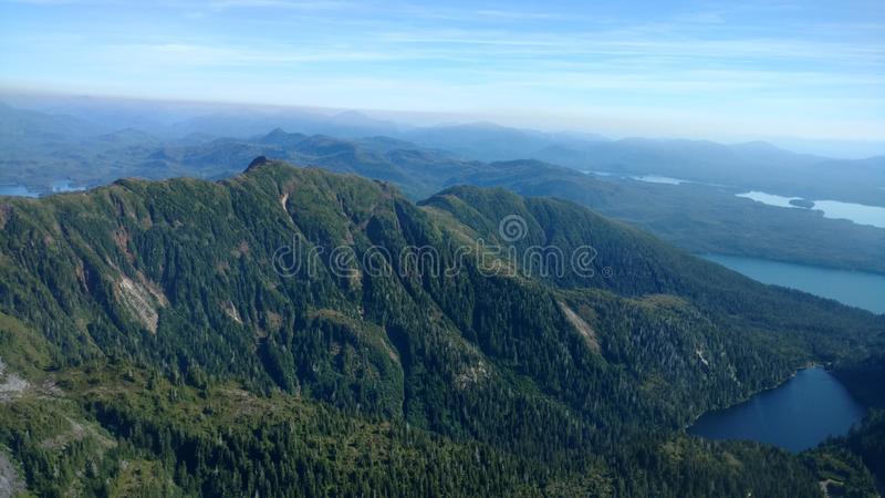 Ariel widok Mgliści Fjords w Ketchikan Alaska Tongass lesie państwowym fotografia stock