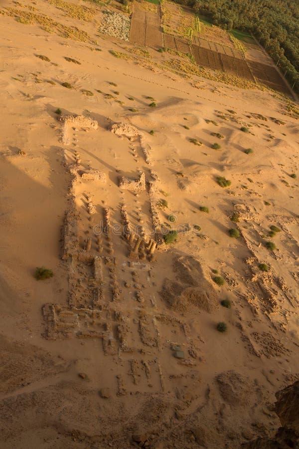 Ariela widok rujnująca świątynia przy jebel barkal fotografia stock