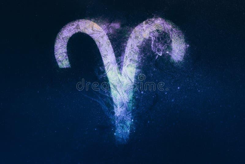 Aries Zodiac Sign Fundo do céu noturno ilustração stock