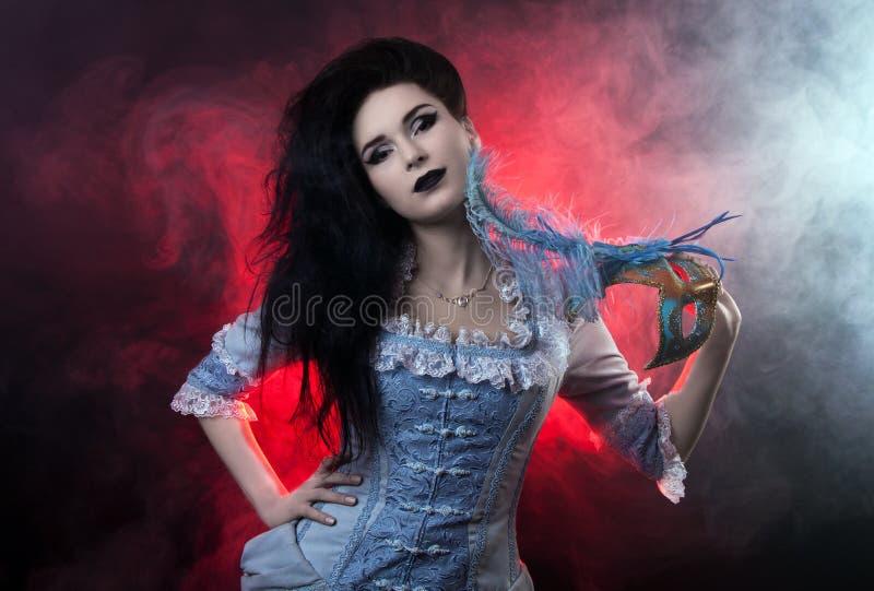 Aristócrata hermoso de la mujer del vampiro de Víspera de Todos los Santos fotografía de archivo