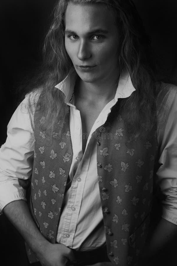 Aristocrate blondynki mężczyzna pozować zdjęcie royalty free