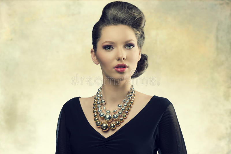Aristokratisk modeflicka royaltyfria bilder