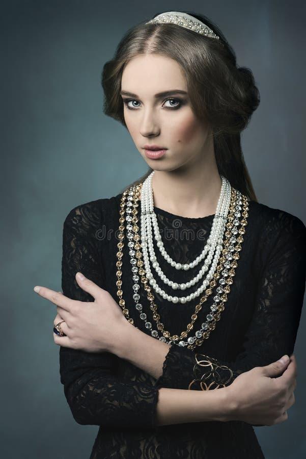 Aristokratisk tappningdame royaltyfri foto