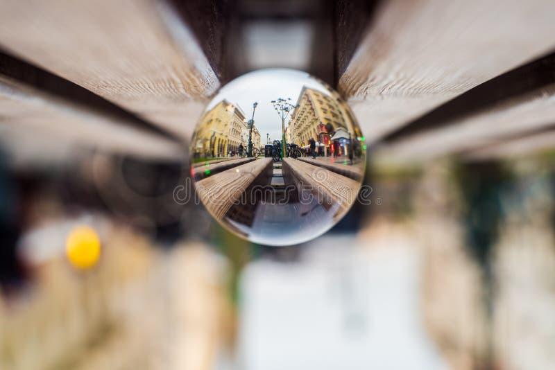 Aristotelous fyrkant Thessaloniki, skott med verkliga Crystal Sphere royaltyfria foton
