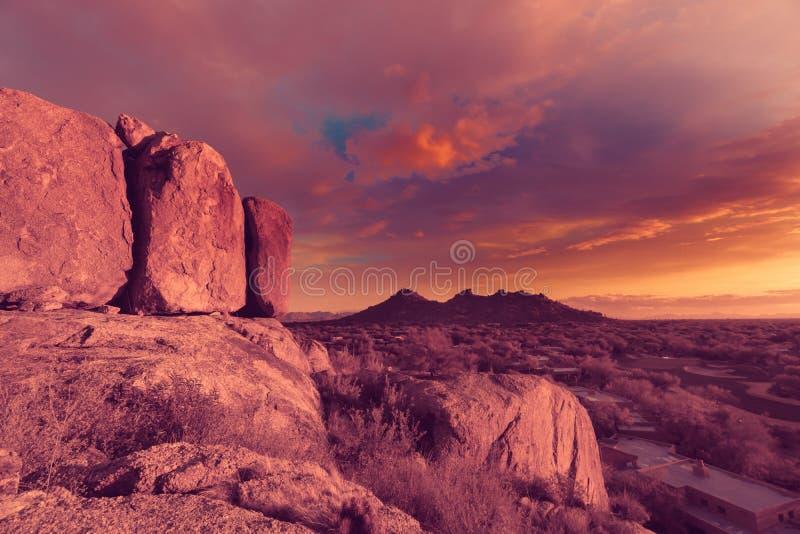 Arizona ökenutsikt, sikt från stenblock arkivbild