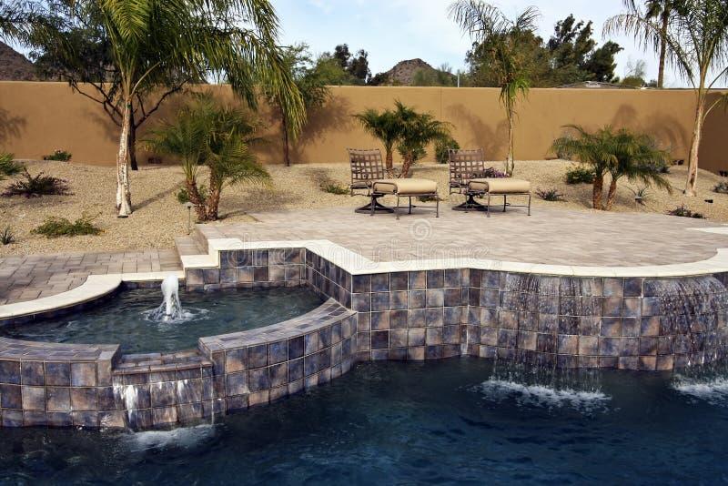 Arizona-Swimmingpool mit Patio lizenzfreie stockfotos