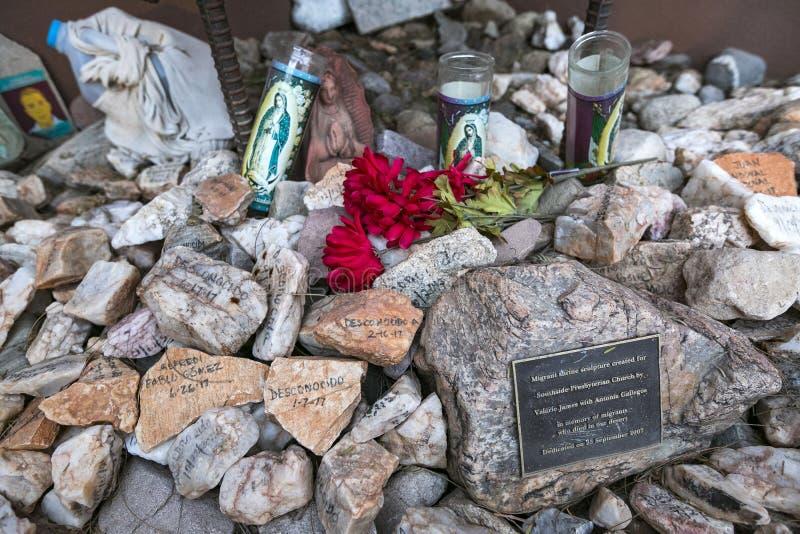 Arizona - Tucson - ein Grab, zum sich an von Migranten in der Wüste absolut zu erinnern lizenzfreies stockbild