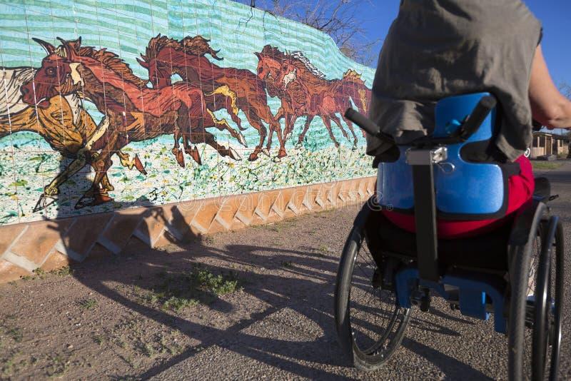 Arizona - Tucson - weelchair Weg herein in die Stadt lizenzfreie stockfotografie