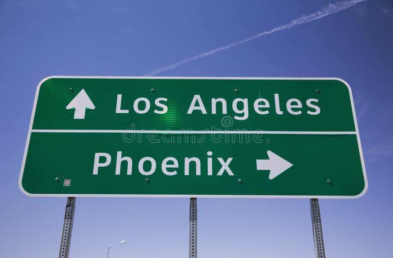 Arizona USA, vägmärke Los Angeles - Phoenix för mellanstatlig huvudväg royaltyfri bild